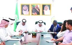 الصورة: الصورة: الإمارات والسعودية تدعمان المعلمين اليمنيين بـ70 مليون دولار