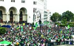 الصورة: الصورة: «الجمعة 13» تصرّ على التغيير الجذري في الجزائر