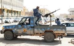الصورة: الصورة: بجهود إماراتية.. الإفراج عن 4 مختطفين في ليبيا