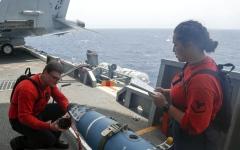 الصورة: الصورة: تحذير أمريكي للطائرات المحلّقة فوق الخليج العربي