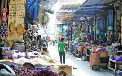 الصورة: الصورة: «الشنيني» سوق تاريخي في تعز يقاوم الاندثار