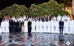 الصورة: الصورة: محمد بن راشد يستقبل علماء وباحثين ويكرّم الدكتور وائل المحميد