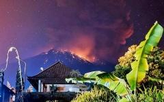 الصورة: الصورة: شاهد.. لحظة انفجار بركان بالي