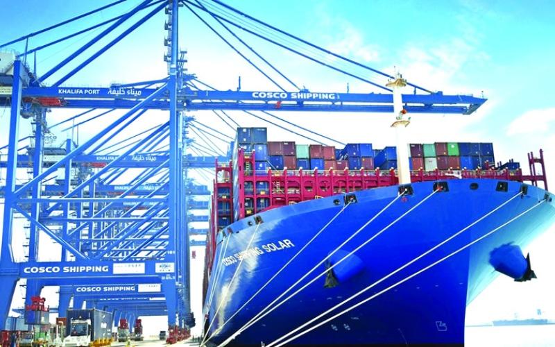 6111e6d82c04e الصورة  الصورة  ميناء خليفة يستقبل أكبر سفينة في العالم تحمل 21 ألف حاوية