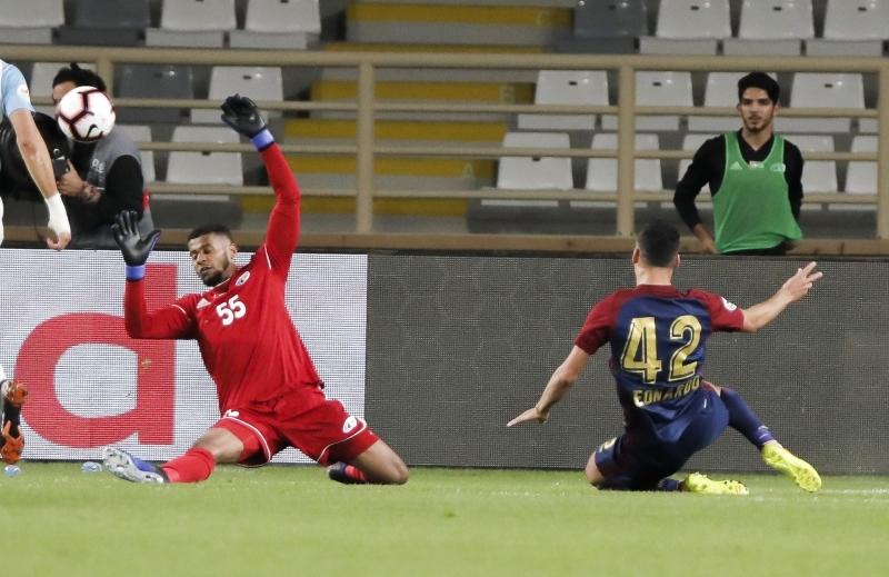 الصورة : من مباراة الوحدة وبني ياس في دوري الخليج العربي | البيان