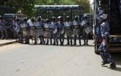 الصورة: الصورة: الشرطة السودانية تنفي خبر إفشال محاولة تهريب البشير