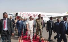 الصورة: الصورة: رئيس الوزراء الأثيوبي يصل الخرطوم للوساطة بين الأطراف السودانية