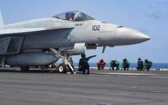 الصورة: الصورة: أمريكا تتوعد إيران بحشد عسكري كثيف