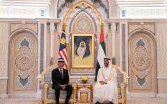 الصورة: الصورة: محمد بن زايد وملك ماليزيا يبحثان تعزيز علاقات البلدين