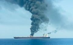 الصورة: الصورة: زوارق إيرانية تمنع قطر ناقلة النفط النرويجية المعطوبة فرنت ألتير