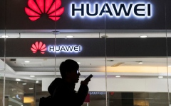 الصورة: الصورة: شركات أمريكية تتعاون مع هواوي رغم الحظر