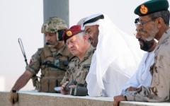 """الصورة: الصورة: محمد بن زايد وعبدالله الثاني يشهدان جانباً من التمرين العسكري المشترك """"الثوابت القوية / 1 """""""
