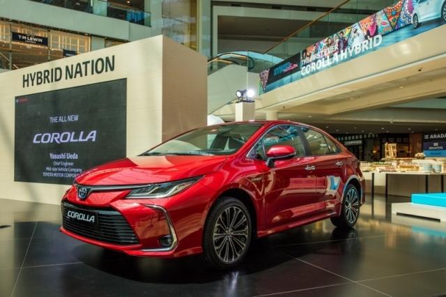 إطلاق أول سيارة «تويوتا كورولا هايبريد» كهربائية في الإمارات - البيان