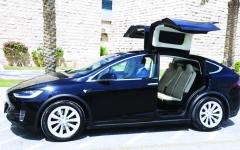 الصورة: الصورة: «طرق دبي» تعتمد تحويل 90% من مركبات الليموزين إلى صديقة للبيئة بحلول 2026