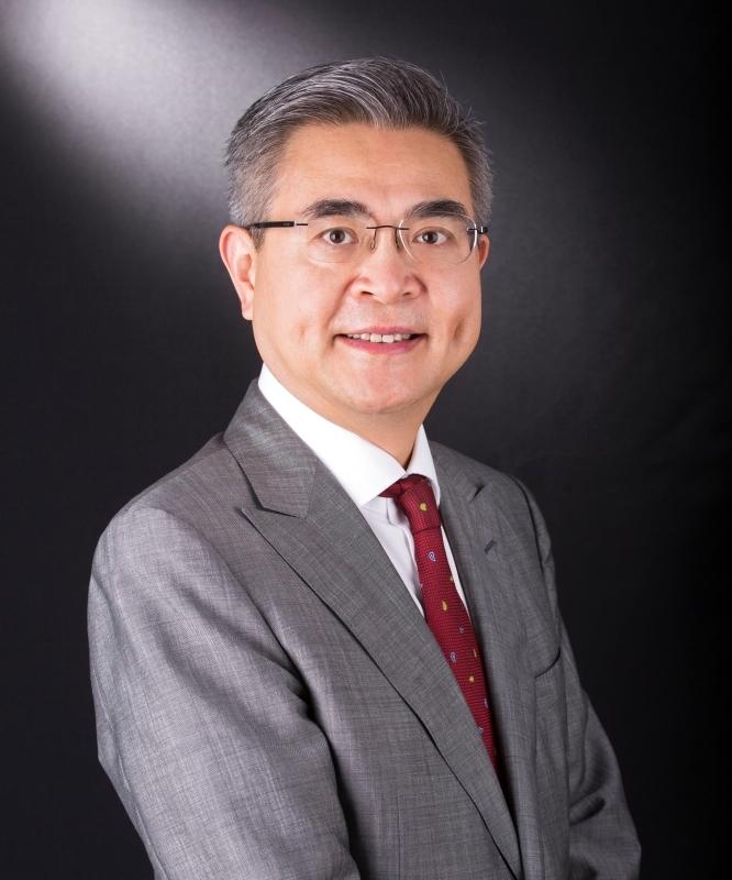 الصورة : شياو جينغ رئيس معهد هونغ كونغ للتمويل الدولي، وأستاذ ومدير معهد أبحاث طريق الحرير البحري في كلية الأعمال بجامعة بكين HSBC.
