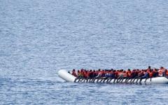 الصورة: الصورة: انتشال 12 جثة إثر فقدان 80 مهاجراً قبالة سواحل تونس