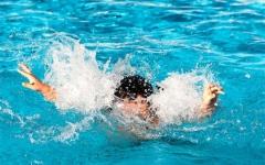 الصورة: الصورة: غرق طفل في حوض سباحة في العين