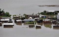 الصورة: الصورة: تشريد مليون شخص ومقتل 10 إثر سيول في الهند