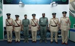 """الصورة: الصورة: ترقية 3 شرطيين ضبطوا مخدرات """"مُشربة"""" في عملات"""