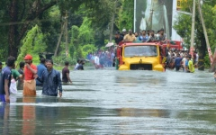 الصورة: الصورة: مقتل 51 شخصاً وتضرر 4.5 ملايين في فيضانات الهند