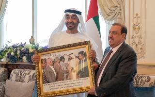 محمد بن زايد: الحفاظ على أمن اليمن ودعم شعبه من الثوابت الراسخة للإمارات