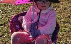 الصورة: الصورة: كيف غيرت حساسية الشمس حياة الطفلة تيري؟