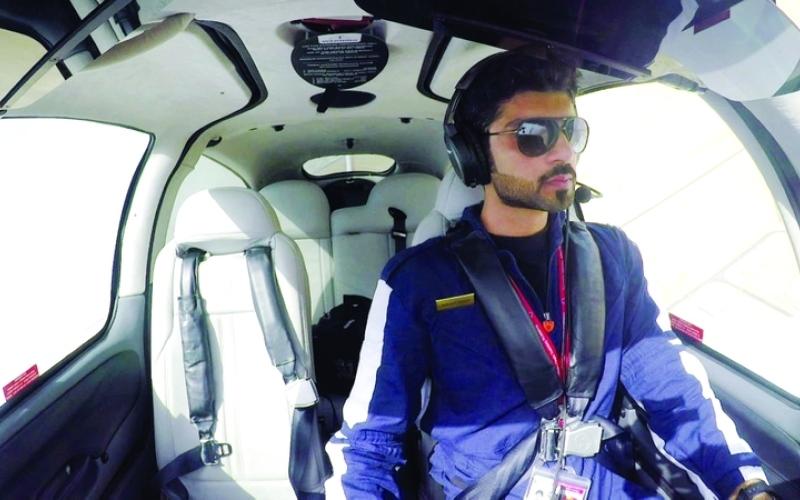 الصورة: الصورة: أول تحليق فردي في أكاديمية الإمارات لتدريب الطيارين