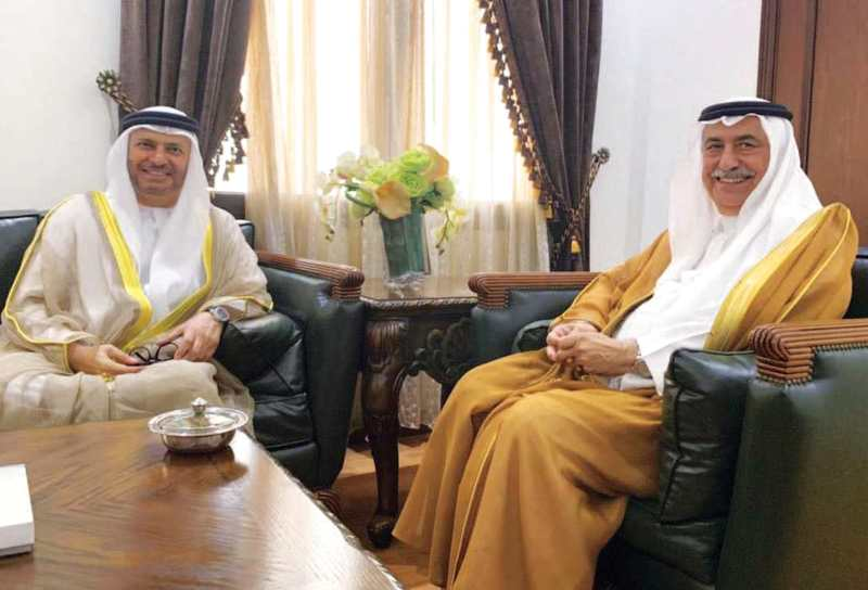 الصورة : وزير الخارجية السعودي خلال استقباله أنور قرقاش في جدّة | وام