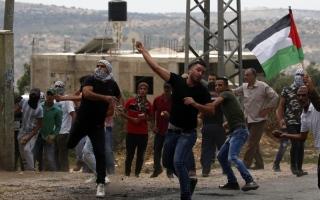 الصورة: الصورة: إصابة 90 فلسطينياً برصاص الاحتلال