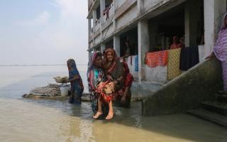 الصورة: الصورة: 350 قتيلاً في فيضانات جنوبي آسيا