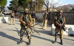 الصورة: الصورة: انتحارية تفجر نفسها وتقتل 6 أشخاص في باكستان