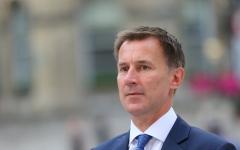 الصورة: الصورة: وزير الخارجية البريطاني هنت يرفض تولي وزارة الدفاع