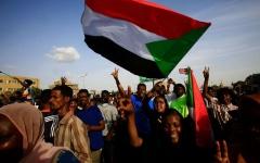 الصورة: الصورة: اعتقال ضباط وقيادات من حزب البشير خطّطوا لانقلاب