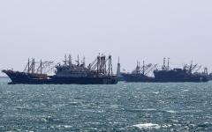 الصورة: الصورة: البحرية الملكية ترافق السفن البريطانية في مضيق هرمز