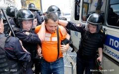 الصورة: الصورة: بالفيديو.. توقيف أكثر من ألف متظاهر معارض في موسكو