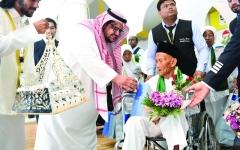 الصورة: الصورة: عمره 130 عاماً.. ويتقدم عائلته  إلى الحج