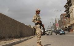 الصورة: الصورة: عشرات القتلى والجرحى في هجومين للحوثيين على مراكز أمنية في عدن