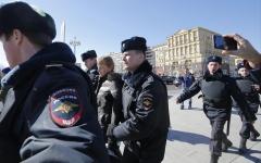 الصورة: الصورة: الشرطة الروسية تحتجز 381 محتجاً بوسط موسكو
