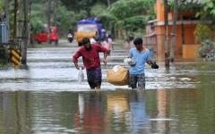 الصورة: الصورة: فيضانات الهند تودي بحياة 33 شخصاً وتشرد الآلاف