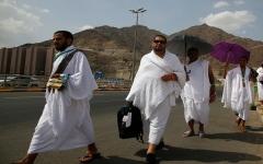 الصورة: الصورة: بدء توافد الحجاج إلى صعيد عرفات لتأدية الركن الأعظم