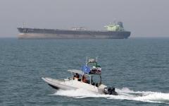 الصورة: الصورة: السفينة الحربية البريطانية كينت نحو الخليج