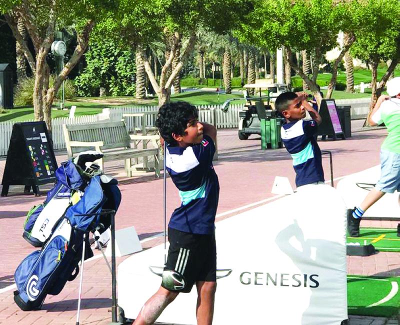 الصورة : الشقيقان أثبتا موهبتيهما في ملاعب الغولف