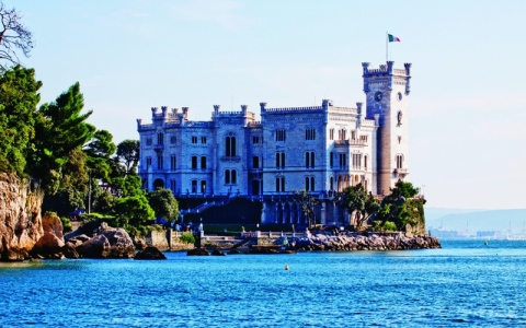 الصورة: الصورة: «ميراماري».. القلعة الأوروبية الحزينة
