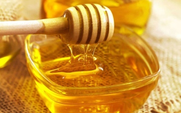 الصورة: الصورة: ما كمية العسل التي يمكن تناولها في اليوم؟