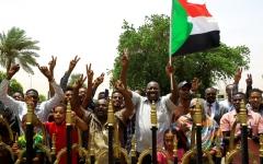 الصورة: الصورة: توقيع الإعلان الدستوري في السودان اليوم