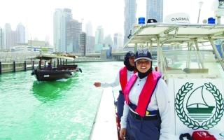 فريق الزوارق النسائي..  مهمات ناعمة تضبط إيقاع فعاليات شواطئ دبي