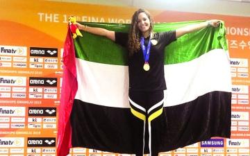 الصورة: الصورة: سارة تُهدي الإمارات الذهبية الرابعة في مونديال السباحة