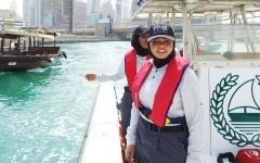 الصورة: الصورة: «نواعم » شرطة دبي يروّضن البحر