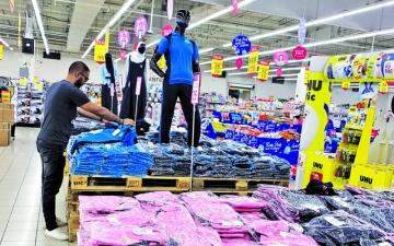 الصورة: الصورة: 120 منفذاً لبيع الزي المدرسي الجديد في الإمارات