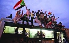 الصورة: الصورة: حمدوك في الخرطوم اليوم لرئاسة الحكومة